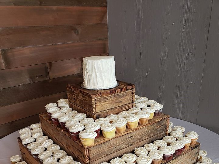 Tmx 62254950 1992851364153195 7049672617149595648 O 51 907543 1569432971 Olympia, WA wedding cake
