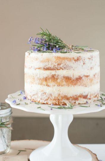 Single Tier Cutting Cake