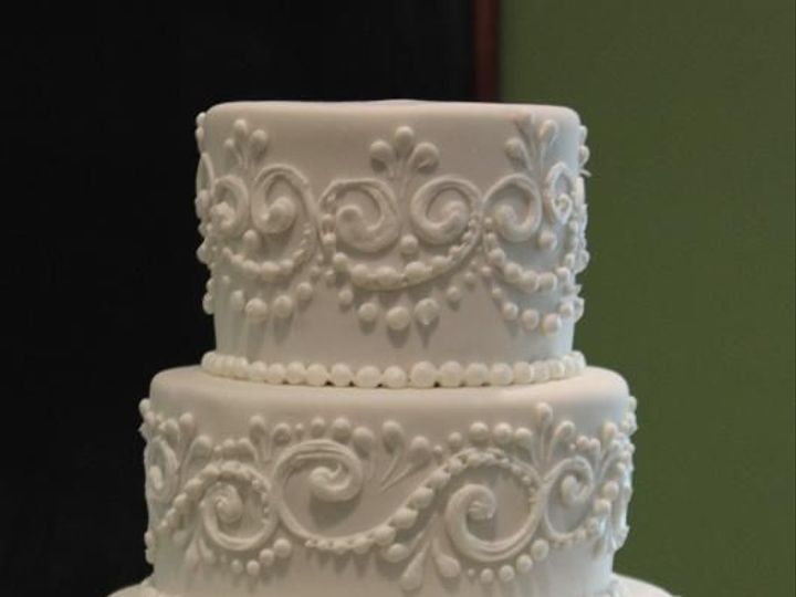 Tmx 1516324292 C165a5157ea06484 1516324291 892f73db3dd3e23e 1516324642794 4 Scroll Beaumont wedding cake