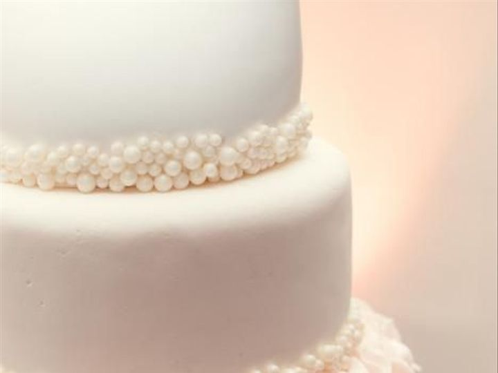 Tmx 1518233639 05715971d7ade629 1518233638 1d74edf74430f433 1518234011145 1 Rosettes And Pearl Beaumont wedding cake