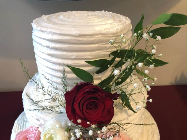 Tmx Roses And Comb 51 973643 1556548722 Beaumont wedding cake