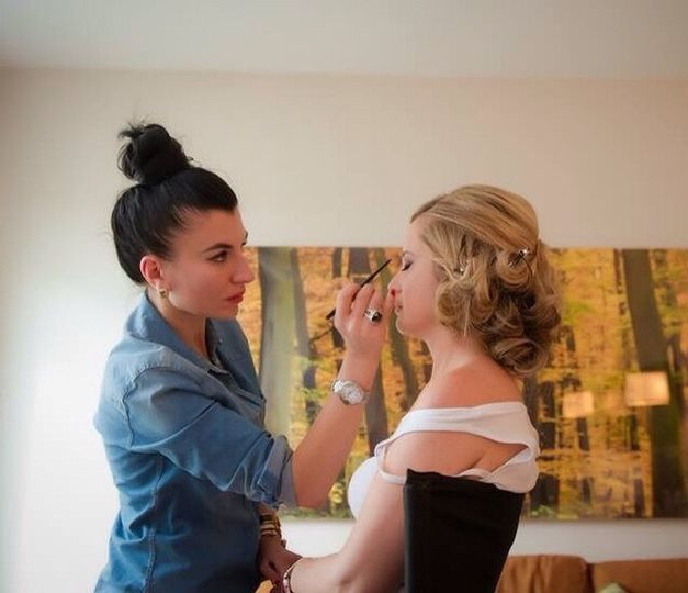 Glamming the beautiful bride