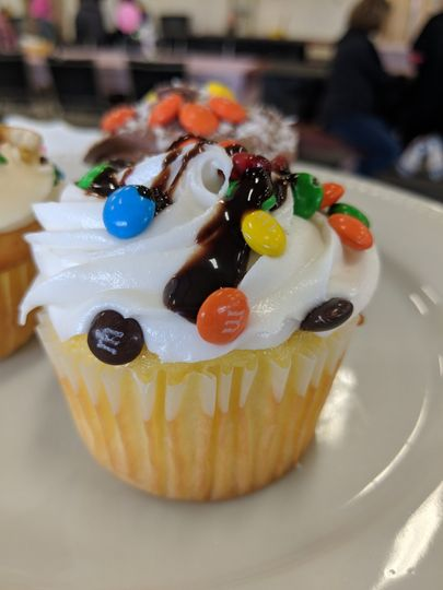 Sweet cupcakes with chocolate sauce