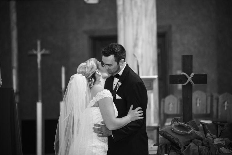 wedding first kiss bw 51 911743