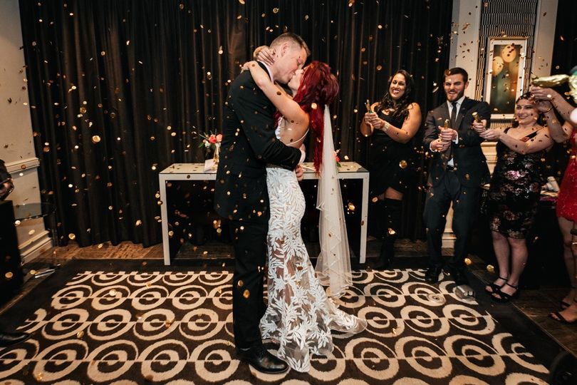 Kiss on the dance floor - Chelsa Christensen Photography