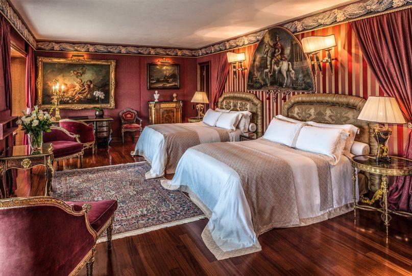 petronius suite bedroom