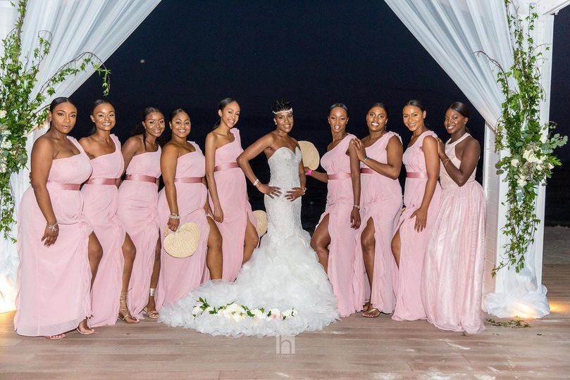 BrushedbyNicole - bride with bridesmaids