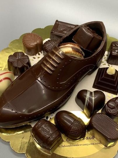 Wingtip shoe with 18 chocolate