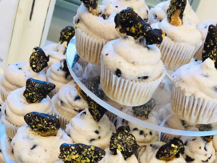 Tmx Cannoli Cupcakes 2 51 1036843 157801656119182 Clawson, MI wedding cake