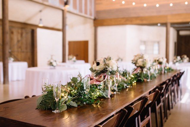 Head table with bouquets