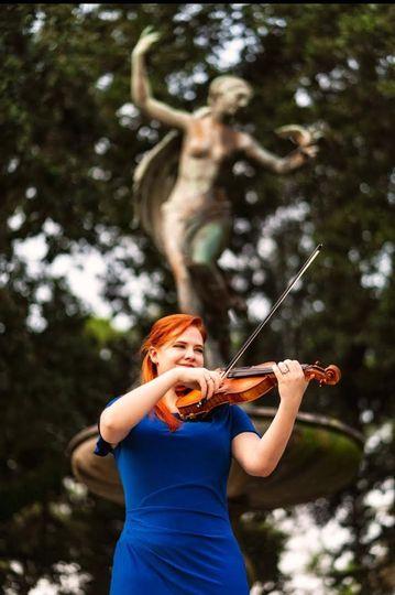 Kristen Monnik playing music