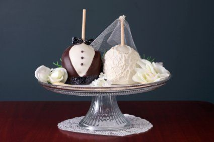 Say I Do! Give everyone a beautiful Bride and Groom carmel dipped apple favor!