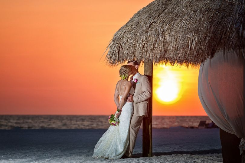 bride and groom at sunset 51 63943 161403151016044