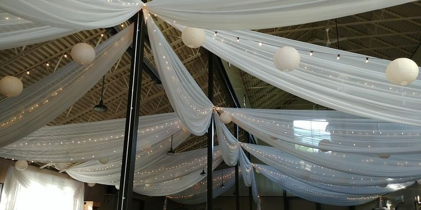 White ceiling decors
