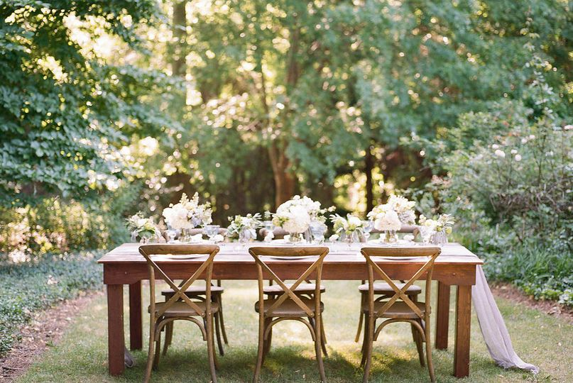 Rustic head table and decor