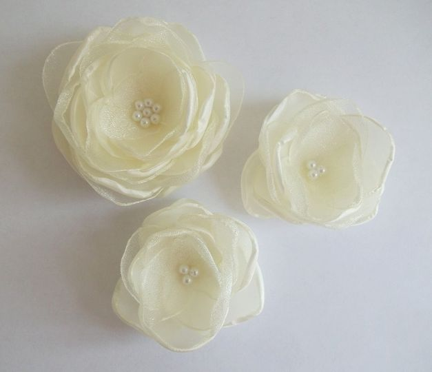 Ivory fabric flowers in handmade... All other colors available, all your custom orders available!...