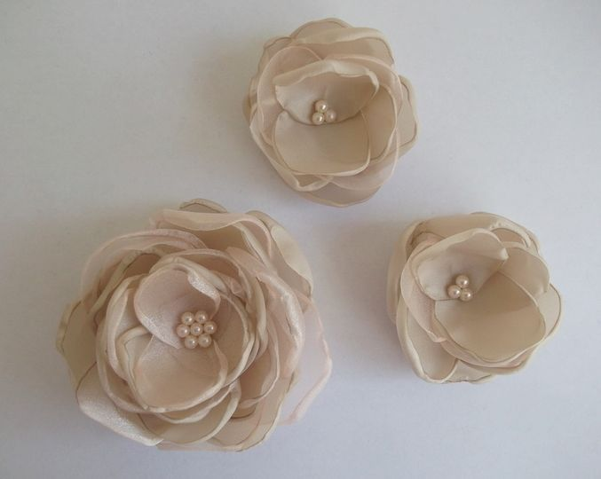 Antique pink fabric flowers in handmade... All other colors available, all your orders are welcome!...
