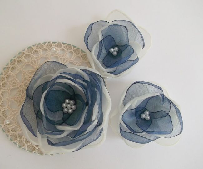 Set of 3 handmade flowers in ivory and navy blue color... Other colors available, all your orders...