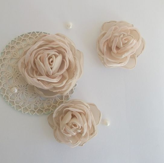 Antique pink fabric roses in handmade...other colors available, all your orders are welcome! For...