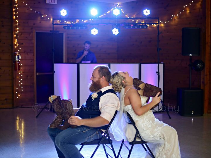 Tmx 116363236 3585244721494408 7031537394729934597 O 51 1987943 160071663495597 Morrison, IL wedding photography