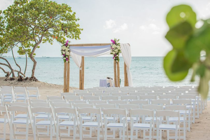 beach ceremony with landscapes