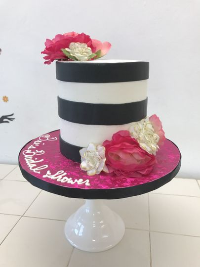 Black stripped cake