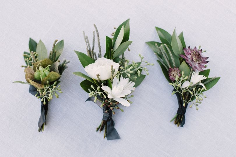 Photo by Lucille Lawrence | Autumn wedding in Sea Ranch, California with Venn Floral.