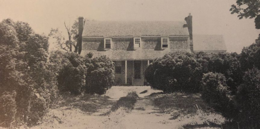 Historic photo with boxwoods
