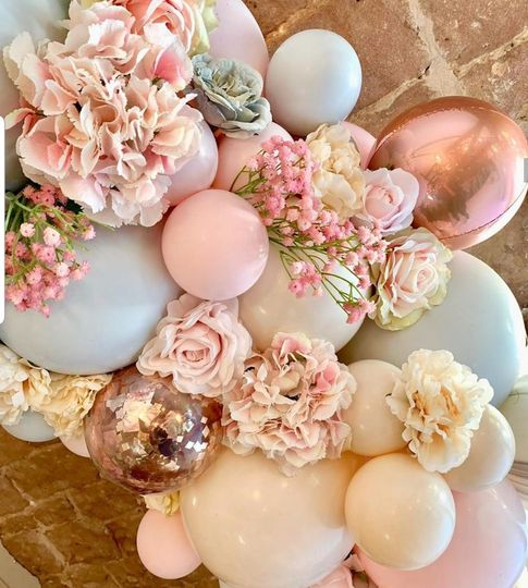 Floral balloon cake swing