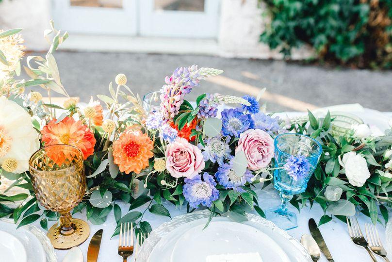 Floral table arrangement