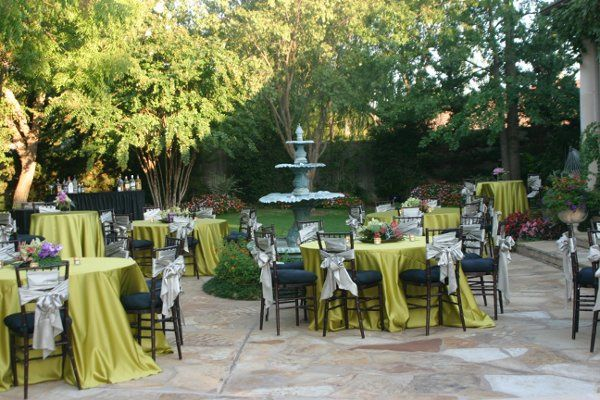 Love this linen perfect for a summer garden reception.