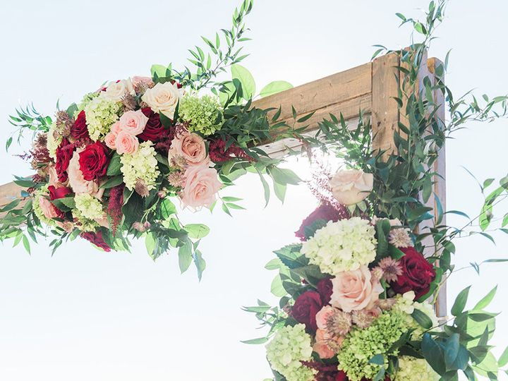 Tmx 1517965175 Bb5fd9058f60d42a 1517965172 C03269f94d25d39c 1517965172088 17 GINA STEVENWEDDIN Saint Petersburg, FL wedding florist