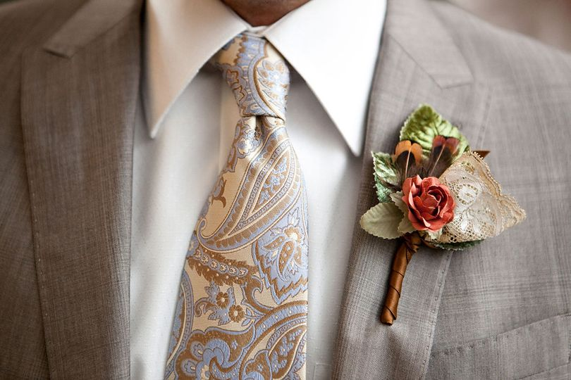 paperflowerboutonniere