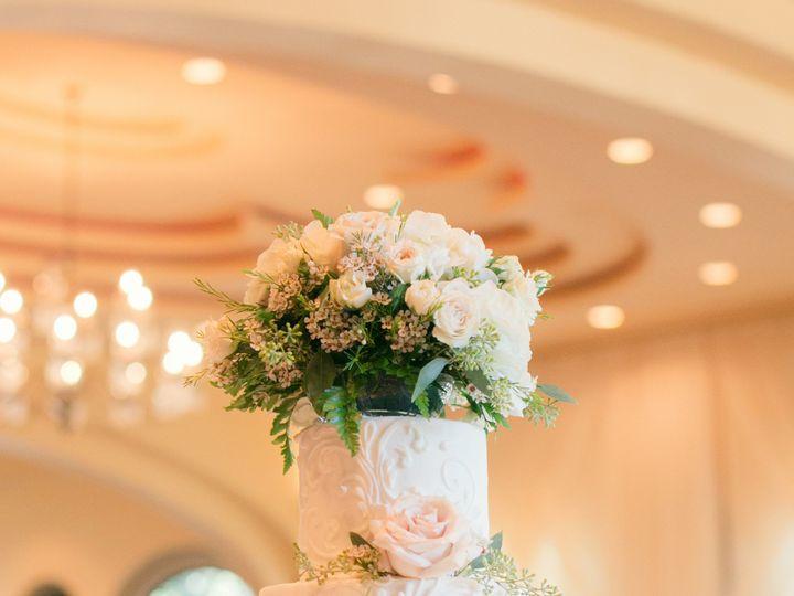 Tmx Bendthelight Laura Oseghae Nic Rayburn 10 27 18 51 148253 Pleasanton, Texas wedding cake