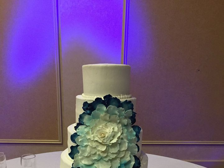 Tmx 1515944733 67d0986bd385f742 1466794178471 Image Lincoln, Nebraska wedding cake