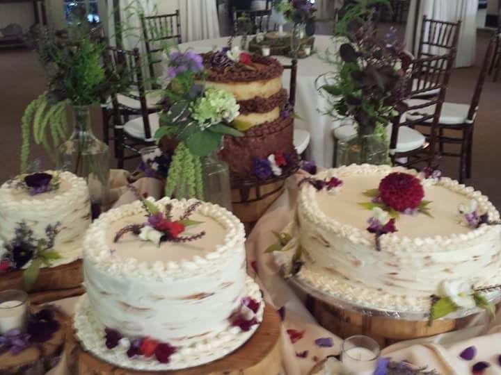 Tmx 1529428883 44016a240620adc7 1529428882 8738f34d92480cdd 1529428902230 14 FB IMG 1452282293 Asheville, North Carolina wedding cake
