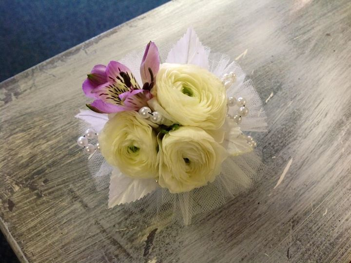 Tmx 1380551019668 100875332510933976231910478252n Muskego, Wisconsin wedding florist
