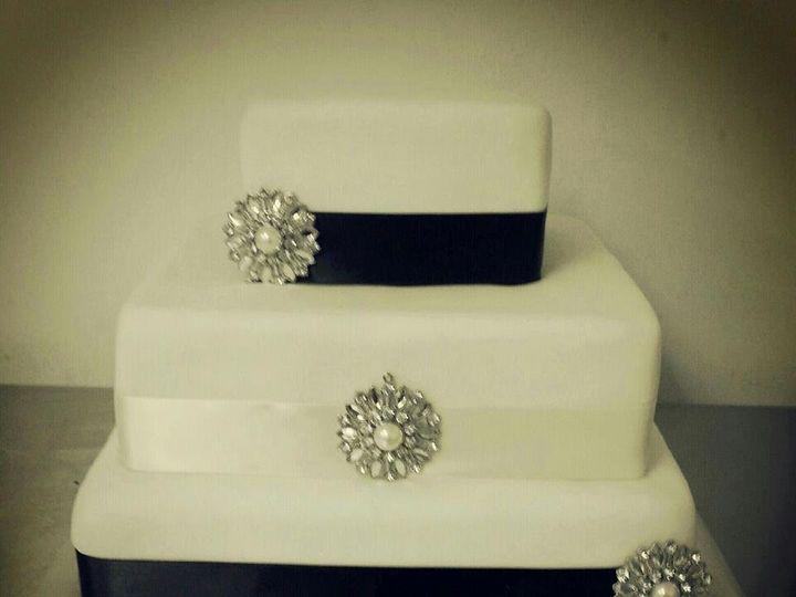 Tmx 1362535152587 271111357133774369384406228042n Columbiaville wedding cake