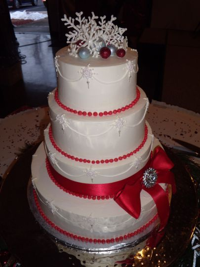 amanda and chases christmas weddingcake