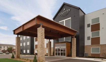 Country Inn & Suites Fort Atkinson 1