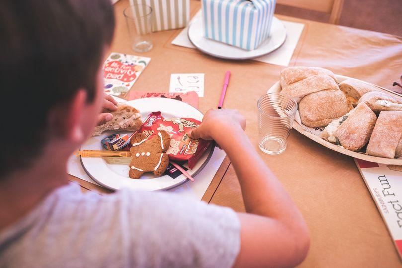 Gingerbread men enamel dinner plates