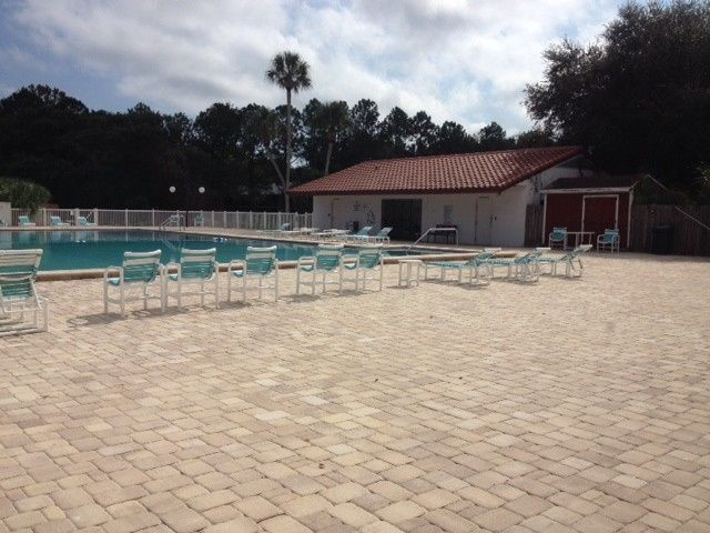 Large Pool Deck Available for Cocktail Hour