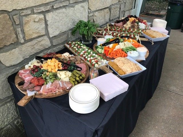 Starter buffets with meats and veggies