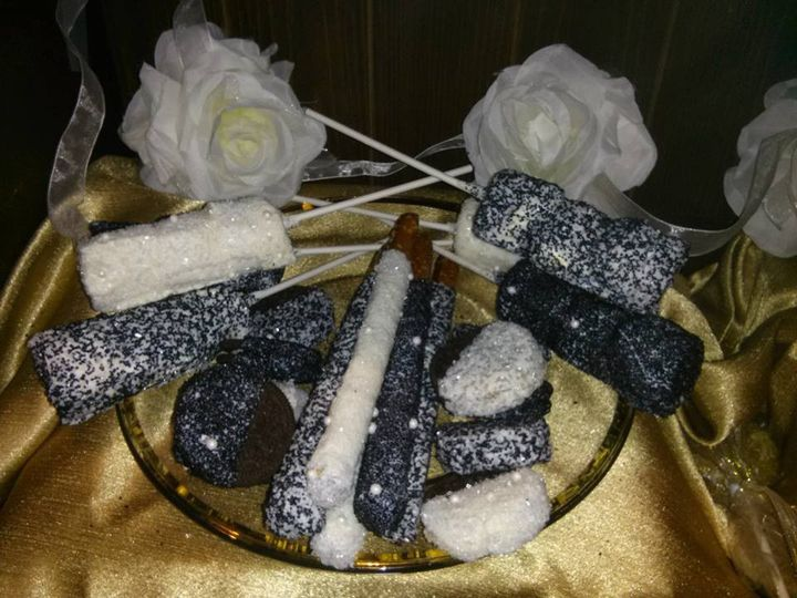 Hand-dipped items can be customized to match your weddings theme, colors, ideas! These classic black...