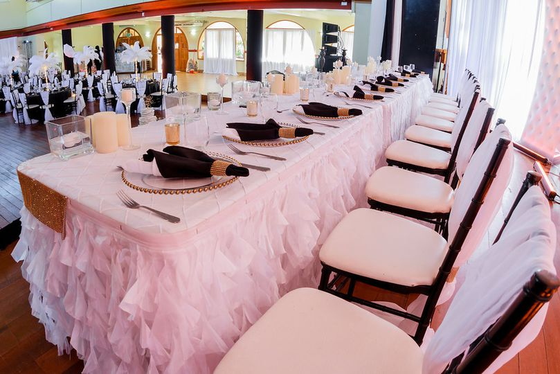 Black & White Head table