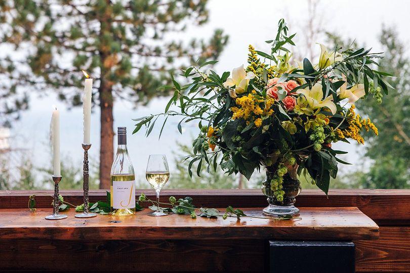 wine flowers ledge 2046 51 1973653 160929969847328