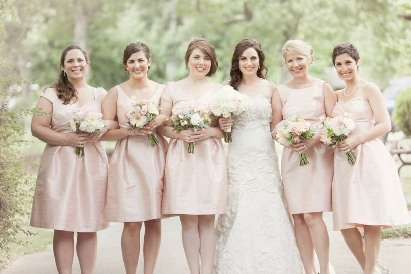 blush bridal party at an outdoor venue