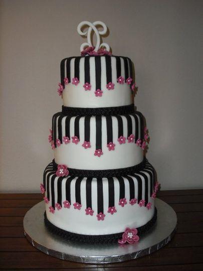 Outrageous Cakes - Wedding Cake - Peoria, AZ - WeddingWire   405 x 540 jpeg 29kB