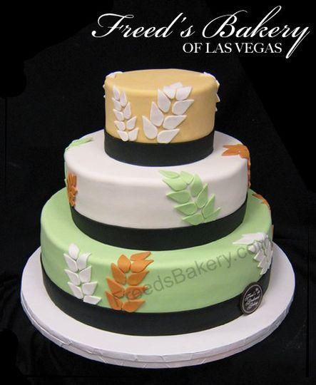 Three-colored wedding cake