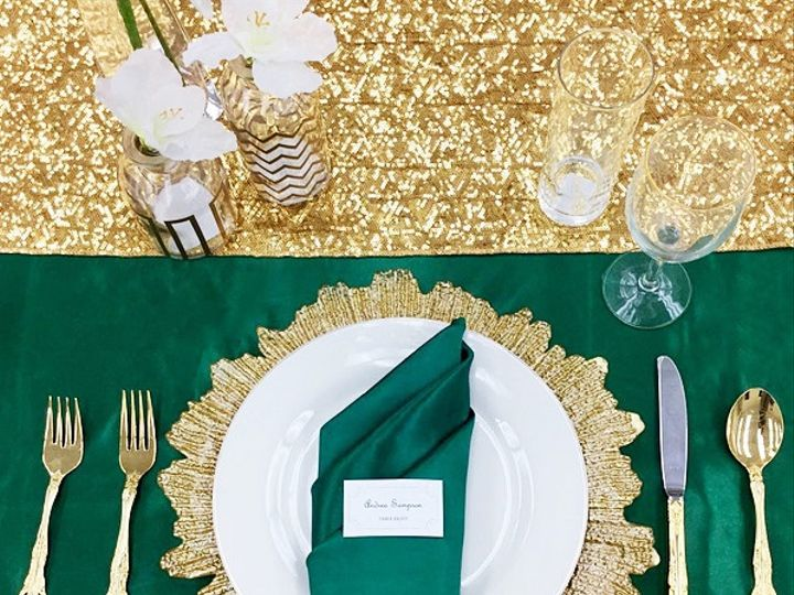 Tmx Emeraldtablescape1 51 436753 1556563938 Elyria, OH wedding rental
